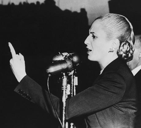Eva,_Evita,_Perón_en_un_discurso_electoral,_1951