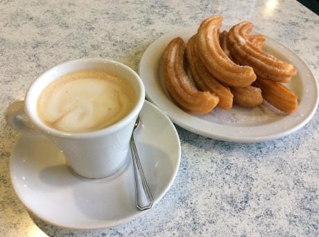 Cafe_y_churros_para_este_felizmiercoles_desayunagalicia_(24615935346)