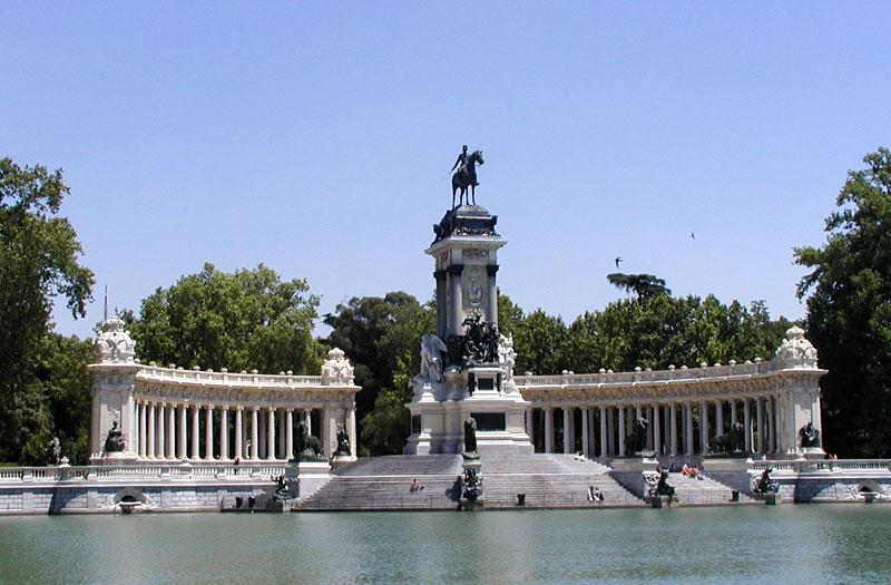 Alfonso_XII_Mausoleum_-_Parque_del_Buen_Retiro